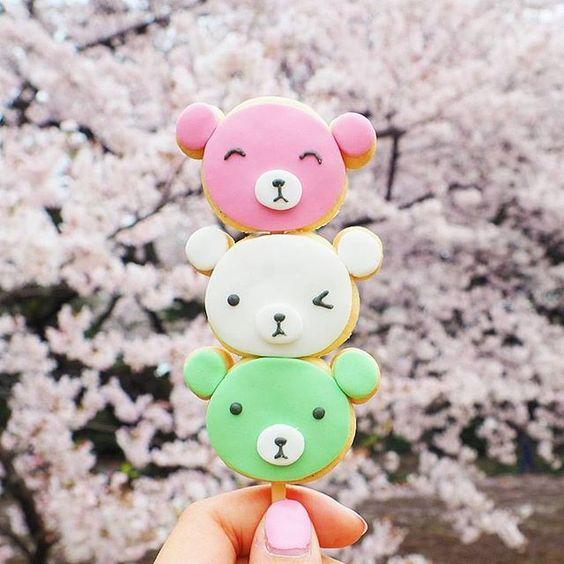 Colorful bears in Tokyo, Shinjuku Gyoen, Copyright Vickie Liu via Instagram