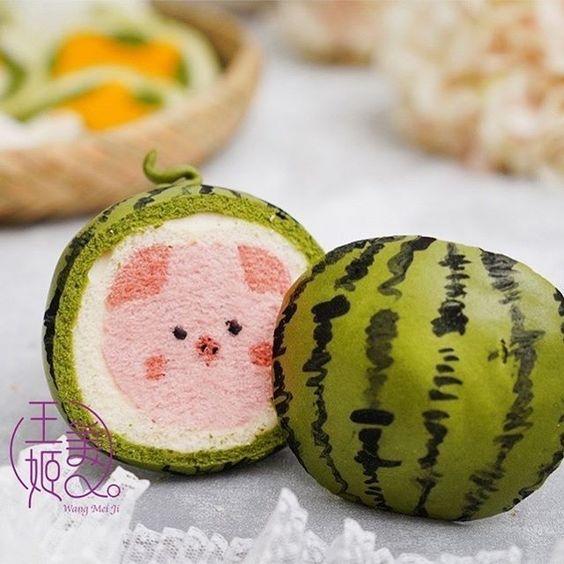 Melon with a surprise piggy pattern by WangMeijiQoEat via Instagram